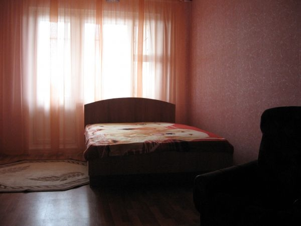 Lenina square subway station, 1-one-bedroom apartment for rent in Minsk, Zhukovskogo street,  house number9/1