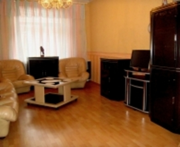 Plowad Pobedy subway, subway station, 3- three -bedroom apartment for rent in Minsk, Zakharova Street  , House number 43