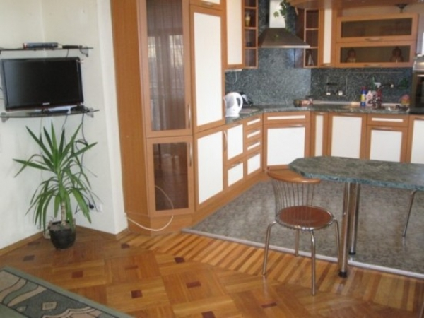 Park Chelyuskintsev subway station, 2-two-bedroom apartment for rent in Minsk, Nezavisimosci avenue,  house number 89
