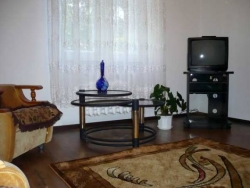 Kupalovskaya subway station, 3- three -bedroom apartment for rent in Minsk, Ulyanovskaya street number House 3