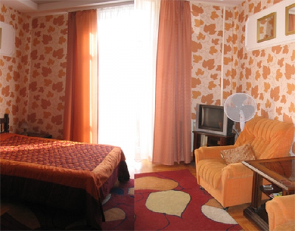 Octyabrskaya subway station, 1-one-bedroom apartment for rent in Minsk, Lenin street,  house number 5