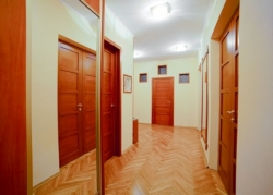 Oktyabrskaya subway station, 3- three -bedroom apartment for rent in Minsk, Karl Marx street House number 50
