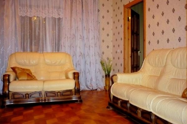 Станция метро Площадь Я.Колоса 3-трехкомнатная квартира на сутки в Минске улица Куйбышева дом 28-77