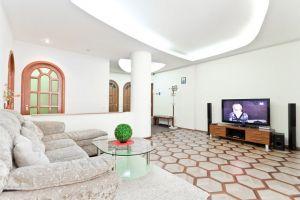 Lenina square Subway station 4-four-bedroom apartment for rent in Minsk, Kirova street, house number 1