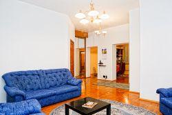 Molodezhnaya Subway station, 3-three-bedroom apartment for rent in Minsk, Gvardeyskaya street, house number 10